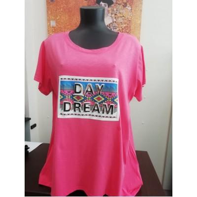 Μπλούζα με λαιμόκοψη σε ρόζ χρώμα.