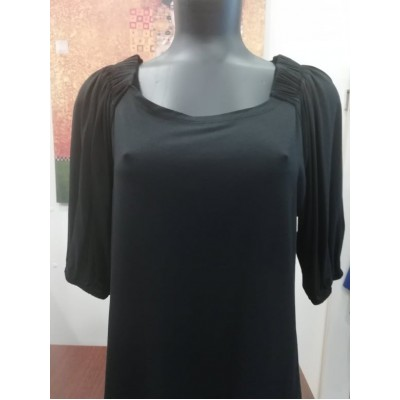 Μπλούζα βισκόζ με λάστιχο στούς ώμους καί στό τελείωμα στά μανίκια μαύρη.