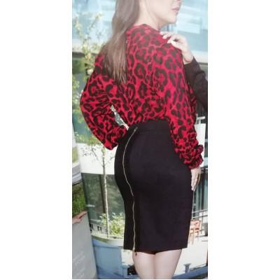 Φούστα μαύρη με φερμουάρ και διακοσμητική τρέσσα πίσω.